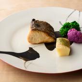 日本料理の基本中の基本とも言える、「だし」のおいしさがダイレクトに染み渡る、澄みきった『お椀』
