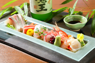 時期ごとに、バラエティー豊かな魚を味わえる『お造り盛り合わせ』