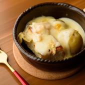 甘みの強いじゃがいもと熱々チーズの鉄板コンビ、『尾藤さんの越冬じゃがいもとNEEDSのラクレットチーズ』