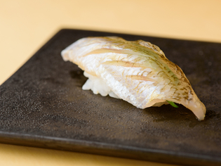 白身と青物、貝類を中心とする地元金沢で水揚げされた新鮮魚介