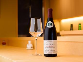 日本酒からワインまで、寿司に合うお酒もリーズナブルに