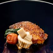 豊かな風味が食欲をそそる『日本海ののどぐろパピヨットの煮つけ仕立て』