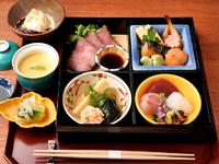 ランチ時のお楽しみ。季節の食材がふんだんに使われた『松花堂弁当』