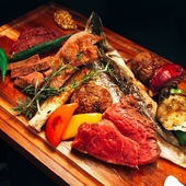 選りすぐった牛肉の各部位を、贅沢に食べ比べできるお得な一皿『特選牛盛り 食べ比べプレート』
