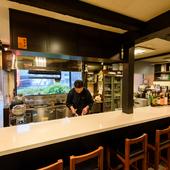 オープンキッチンになったカウンター席は、臨場感たっぷり