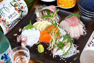 地魚をはじめ選りすぐりの魚介を堪能できる『刺身盛り合わせ』