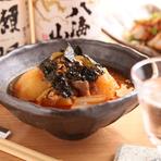個室が3部屋あり、2~4名様でゆったりくつろげる広さ。個室全体をひとつの空間として使うこともでき、最大10名様までの集りも可能です。各種宴会、家族での食事会など、さまざまなシーンで利用できます。