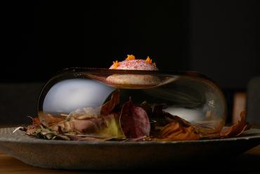 皿の上で艶やかに華やかに美しく咲く『鰺としば漬け』