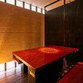 5名様まで入室可能のテーブル席半個室を2室ご用意
