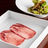 牛タンと野菜、組み合わせの妙を堪能できる『和牛タンと韓国サラダ』