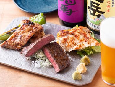 牛・豚・鶏の3種類の肉を食べ比べ『炉端焼の盛り合わせ』