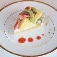 新鮮な苺をふんだんに使用したフルーツタルトです。