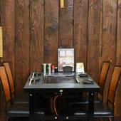 4名用テーブル席は、少人数での食事や飲み会にぴったり