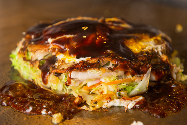 野菜の甘みとこだわりのソースが相性バツグン『TEPPANかねいし広島焼』