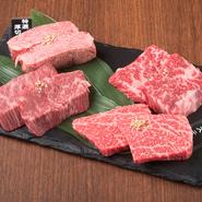 厚みにこだわりカットされたA4・5ランクの和牛を贅沢にいただける盛り合わせ。塩とワサビで肉本来のおいしさを堪能するのがオススメです。 ランプステーキ・特上厚切りハラミ・カイノミステーキ・特選厚切りタン塩
