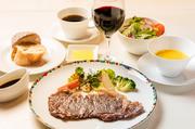 サラダ・スープ+ドリンクバー+パン又はライス+プチデザート付き。 赤ワインソース 又は おろしポン酢でどうぞ。