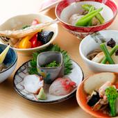天ぷらの合間に供される、彩り豊かな小鉢各種
