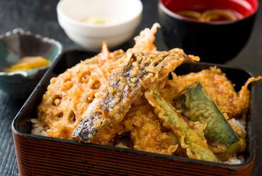 プリプリの海老と旬の野菜を楽しめるボリューム満点の『天重』