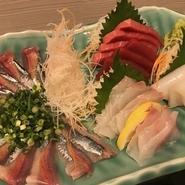 すりおろした大和芋、レタス、キュウリ等を使った和風サラダ