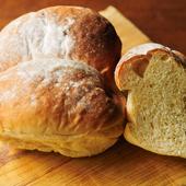 オリジナルレシピで毎日焼いている『自家製とうふとハチミツのパン』