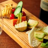 群馬県から直送の素材を使用した『有機野菜のゴロゴロサラダ』