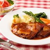 ホロホロの黒毛和牛のバラ肉と、ソースのハーモニーが絶妙な『ビーフシチュー ライス付き』