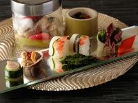 金箔を乗せ、華やかさを料理に纏わせた『黄金特選牛の陶板焼き』