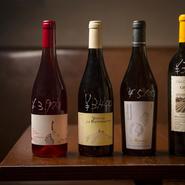 【南三】がワイン好きからも支持されているのは、ナチュールを中心としたワインのラインナップ。コースのすべての料理に合わせられるよう、シャンパンから赤、白、ロゼ、オレンジワインと満遍なく揃っています。