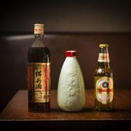 『ハートランド』の生ビールのほかに、繊細な飲み心地の『青島プレミアム』も用意。渋みがしっかりある台湾産のものと、辛口でドライな口当たりのものの2種類の紹興酒も揃えています。