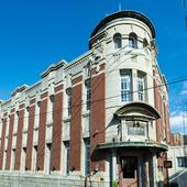 大正10年築の歴史的建築物を改装し、レストランに