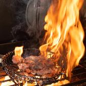 2種の鶏肉にぴったりの味付けでふんわり焼く『ひねもも炭火焼き・淡路島元気鶏もも炭火焼き』