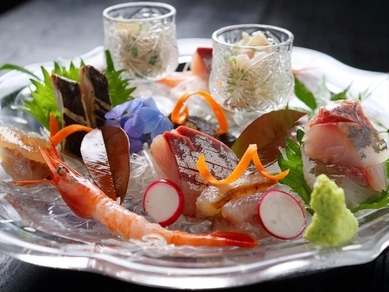 新鮮&美味。朝獲れの天然魚介で織りなす『刺身盛り合わせ』