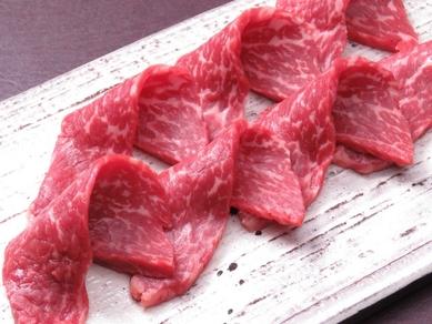 アッサリとした味わいが女性にも大人気『牛もも肉3秒炙り』