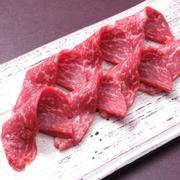 お店の名物メニュー『牛もも肉の3秒炙り』