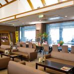 ゴルフ練習場併設のカフェレストランは、朝8時半から営業をスタート。モーニングからランチ、ディナータイムまでさまざまなシーンで利用でき、リラックスした時間を過ごせます。
