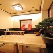 最大20名様まで利用できる座敷席は、平日なら5名以上で貸切りも可能。うなぎ料理を堪能できるコースもあるので、宴会にもお祝い事などの会食にもぴったりです。4名様まで利用できる半個室もあります。