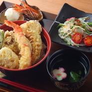 うなぎの美味しさを受け止める米は北海道産・ななつぼしを自家精米したもの。それを丁寧に土鍋で炊きあげています。また、備長炭も香りのよいものを使用。また、越谷ネギなど地元の食材を使った料理もあります。