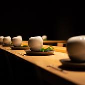 アニバーサリーディナーに向く、劇的空間とドラマチックな料理