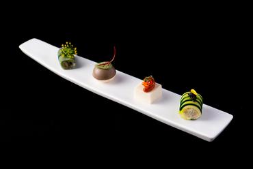 季節の彩りと香り、旬の滋味に心がほどける『4種のアミューズ』(鶏ささみ、レバーパテ、雲丹、ずわい蟹)