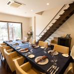 夜は一組限定で大切にゲストを迎えるのが【Private Restaurant R】の流儀。厳選素材と心を込めた調理でおいしい料理を提供するのは当たり前のこと。プラスアルファの料理とサービスで、特別な時間を演出します。