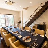 夜は一組限定の特別な時間を、上質な料理とサービスで提供