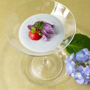季節感ある料理とおもてなしには、庭の草花も活躍