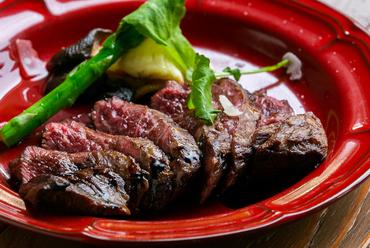素材の旨みを心ゆくまで味わう『牛ハラミステーキ』