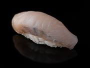 イカ、赤身×2、サワラ、サーモン、カンパチ、蒸し海老、たまご、巻物 ※季節、仕入れにより変動があります。