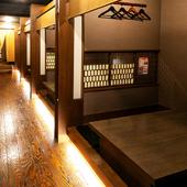人数に合わせて使える個室や大広間などのプライベート空間