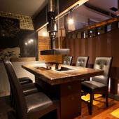 テーブル席も完備。シーンに合わせて選べる席スタイルが魅力