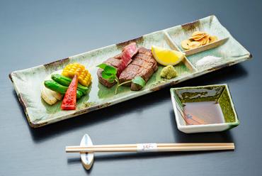 上質なフィレ肉をミネラル豊富な岩塩で美しく焼き上げた『宮崎牛フィレステーキ』