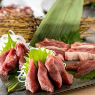 きめ細かな赤身肉が絶品のサフォーク種の羊肉を使ったコースも用意。マトンのなかでも生後1年以上2年未満の肉「ホゲット」を使用するので、ラムの柔らかさと風味、マトンの旨みと程よい脂の両方を楽しめます。