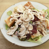エゾ鹿生ハムとマッシュルーム削りサラダ
