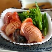 素材が持つ本来の味を真っ直ぐに堪能『赤貝造りとアスパラ菜』